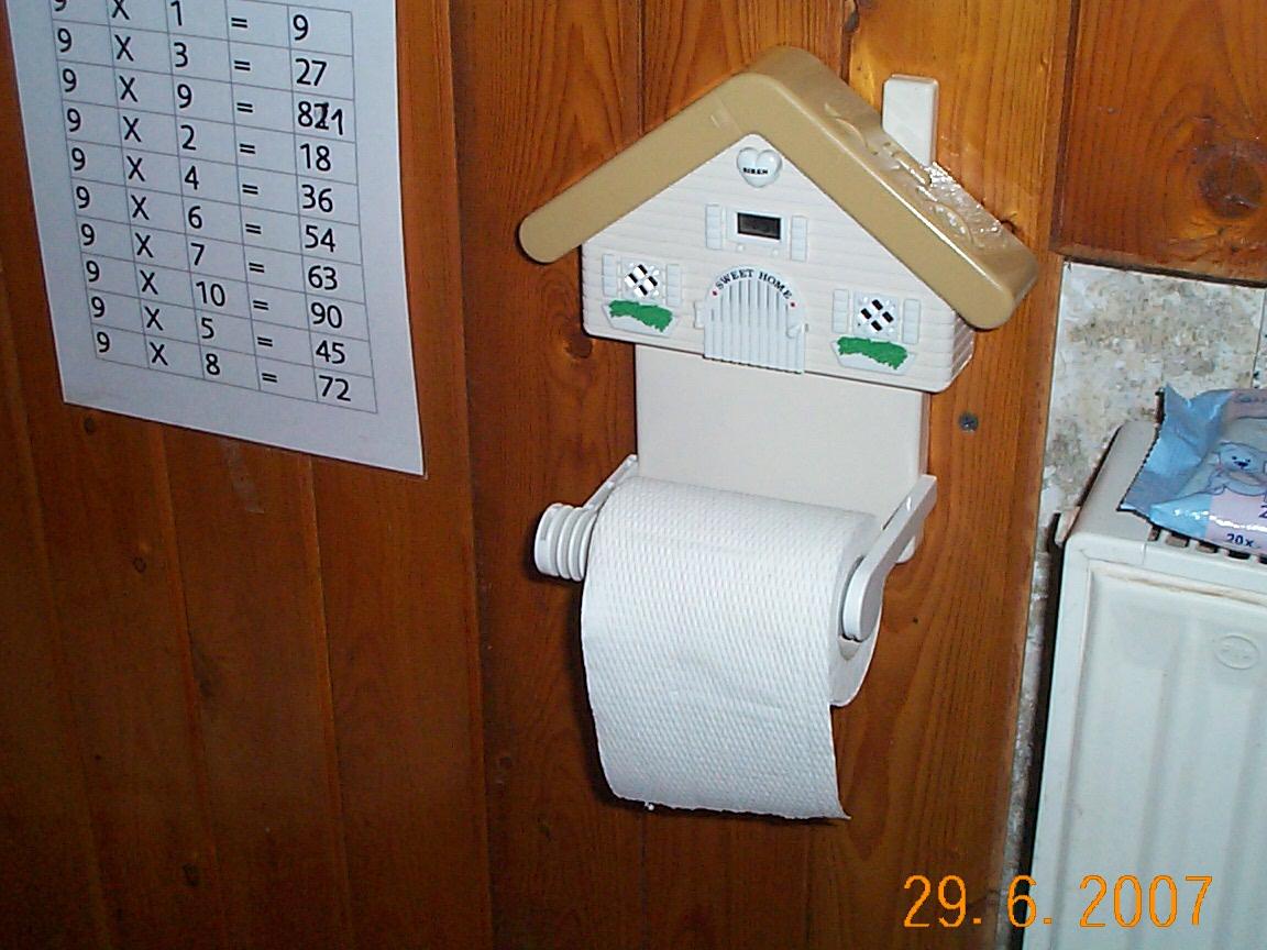 WC-Häuschen mit Radio